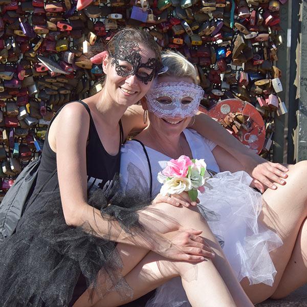 Madkierte Mädchen beim Jga Fotoshooting